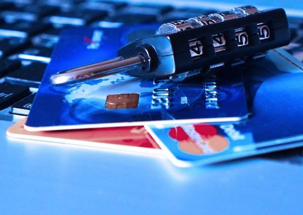 クレジットカードの利用停止の可能性ある