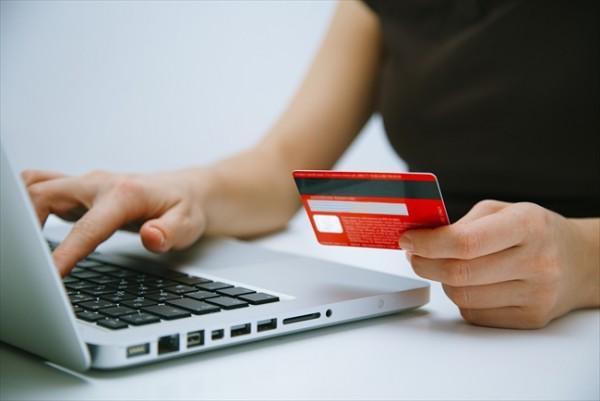 他人名義のカードでもクレジットカード現金化できるのか検証